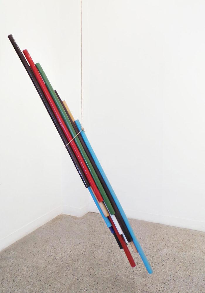 Zainab Andalibe, In-certain équilibre, tubes en céramique, réalisée durant le summer's lab au Cube - independent art room, Rabat, Maroc
