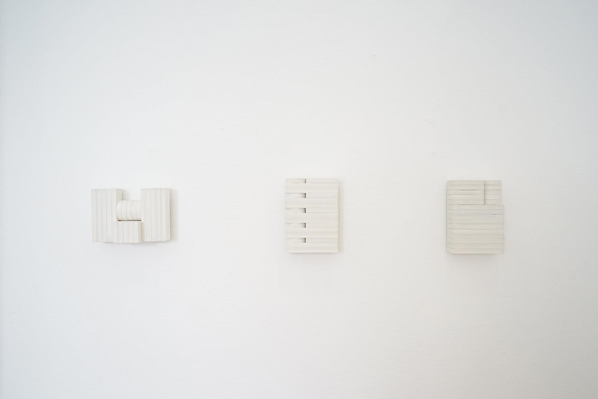 """Myriam El Haïk, """"arrangements"""", modules de bois blancs réalisés dans le cadre de sa résidence au Cube - independent art room, arts contemporains au Maroc"""