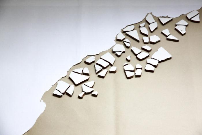 Leila Sadel, installation réalisée dans le cadre de sa résidence au Cube - independent art room à Rabat, sur la mémoire