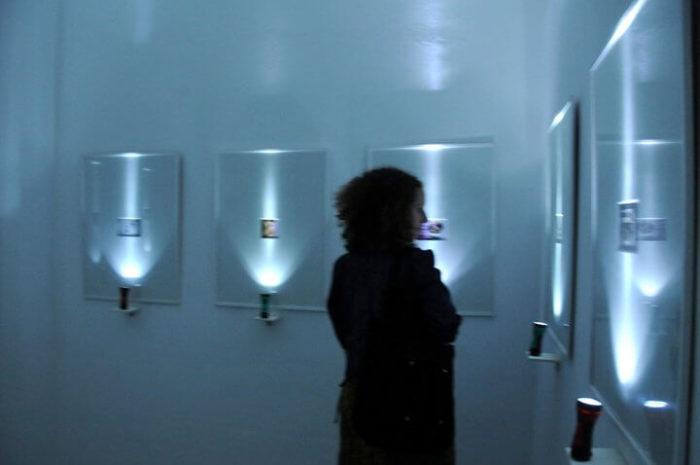 Vue de l'installation de photographies de Alice Dufour-Feronce au Cube - independent art room à Rabat, Maroc
