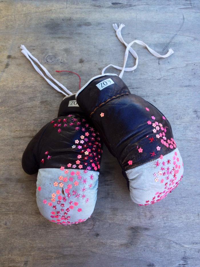 Aglaia Haritz, gants de boxe et paillette