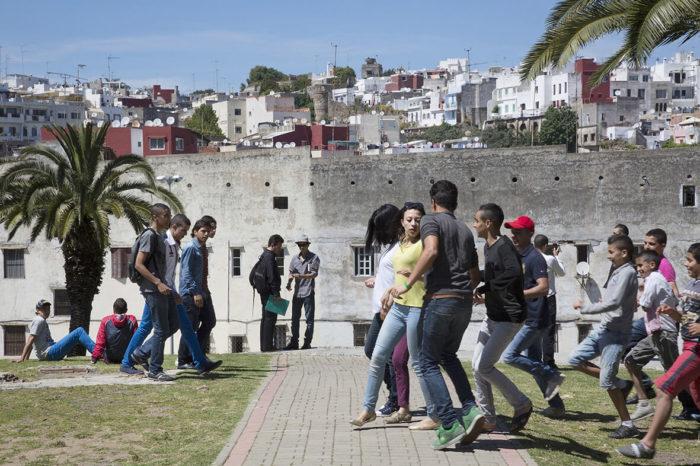 Randa Maroufi, série de photographie couleur sur les harcèlement dans l'espace public au Maroc, arts contemporains au Maroc
