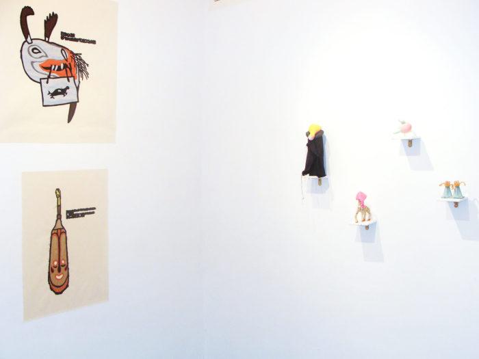 Edith Payer, dessins et sculptures réalisées à partir d'objets trouvés, installation au Cube - independent art room à Rabat, Maroc
