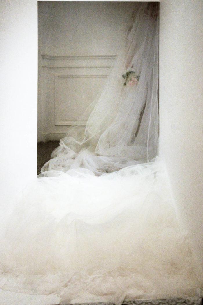 """Jamila Lamrani, """"La mariée"""", installation in situ et photographie au Cube - indepdent art room. Projet développé dans le cadre de la résidence summer's lab à Rabat, Maroc"""