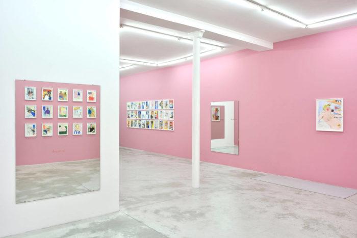 soufiane ababri, vue de l'exposition de ses dessins bed work, arts contemporains au Maroc