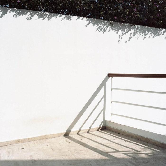 Wiame Haddad, Ceux qui restent, vue de l'exposition photographique au Cube, Rabat, Maroc.