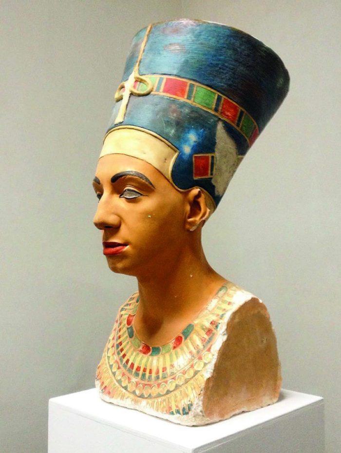 Mehdi-Georges Lahlou i used to be Nefertitit