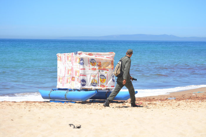 frontières fluides mohammed Loauli et Katrin Ströbel, photographie prise à Playa Blanca, Maroc