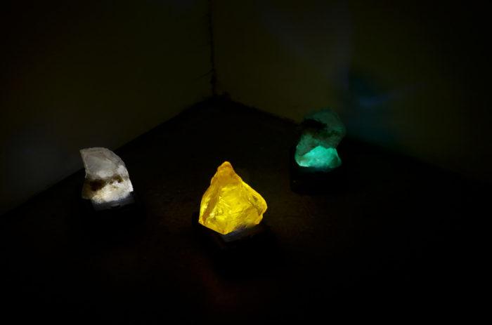 Attokoussy, vue de l'exposition au Cube - independent art room, Leila Sadel, ce qui est projeté, installation, 2017