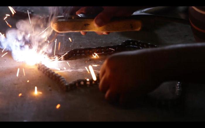 Hichem Merouche, D'une main de fer (capture d'écran) Vidéo, 1080p, 12mn