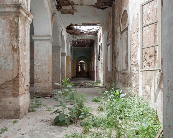 Hichem Meroucheة Fort colonial abandonné, Oran Photographie numérique C-type, 24x30cm