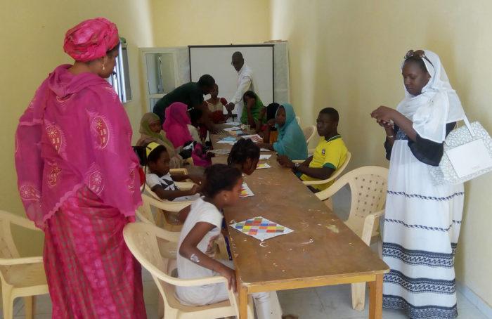 Espace Culturel Diadié Tabara Camara, Nouakchott : Ateliers arts plastiques - les enfnats et ados sexpriment dans le centre