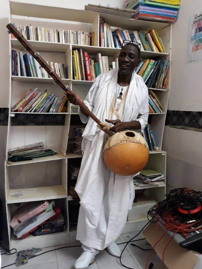 Siré Camara interprète un poème de l'auteur mauritanien Djibril Sall Moment