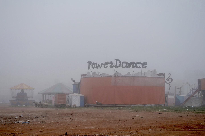 """Mohammed Laouli, """"Power Dance"""", photographie du projet """"Ex-voto"""" qui, à partir de remerciements, met en lumière les traces de la colonisation dans le présent"""
