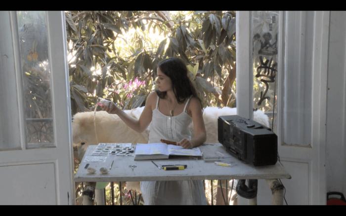 """Kenza Berrada, """"Boujloud, l'homme aux peau"""". Performance théâtre. De, par et avec Kenza Berrada Création sonore / Kinda Hassan Collaboration dramaturgique / Chloé Lavalette"""