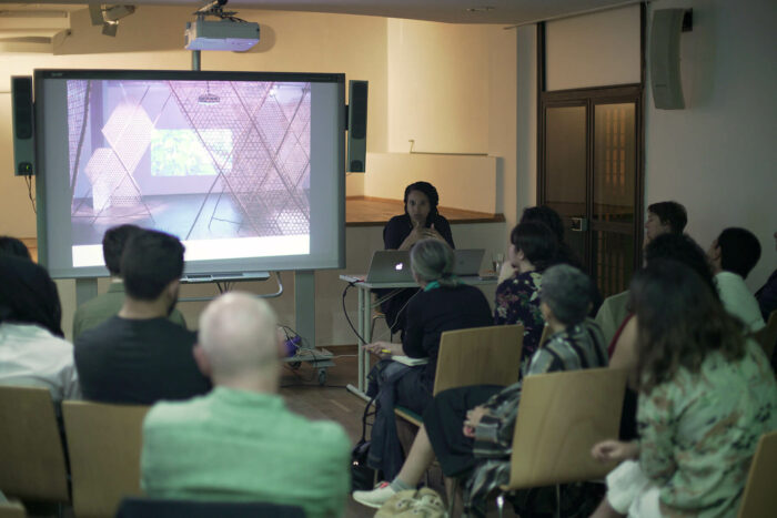 Conférence Yvette Mutumba au Goethe durant travelling narratives