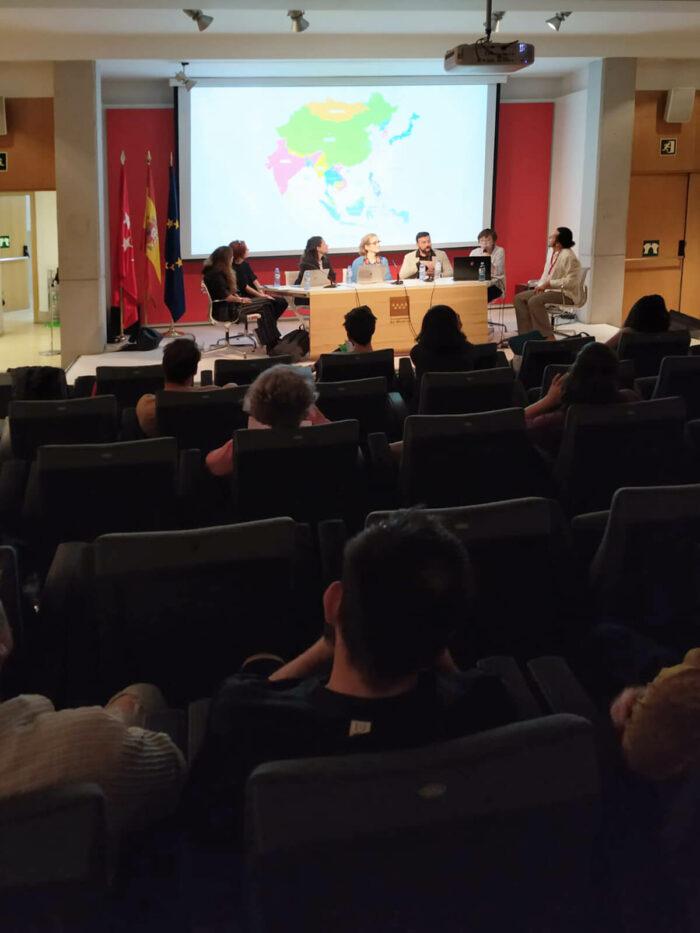 Conférence avec Elisabeth Piskernik et Gabrielle Camuset du Cube, Rabat, sur les artistes vidéastes en afrique du nord, maroc et égypte, PROYECTOR Madrid