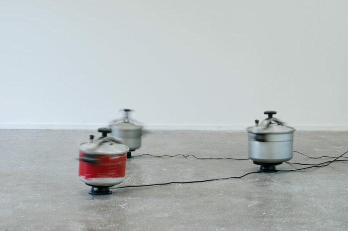 Marion Mounic, Samâ' Cocottes-minute, moteurs, 2018 Vue de l'exposition Mutations, CACN, Nîmes, 2018 Crédit photo : Cyril Boixel
