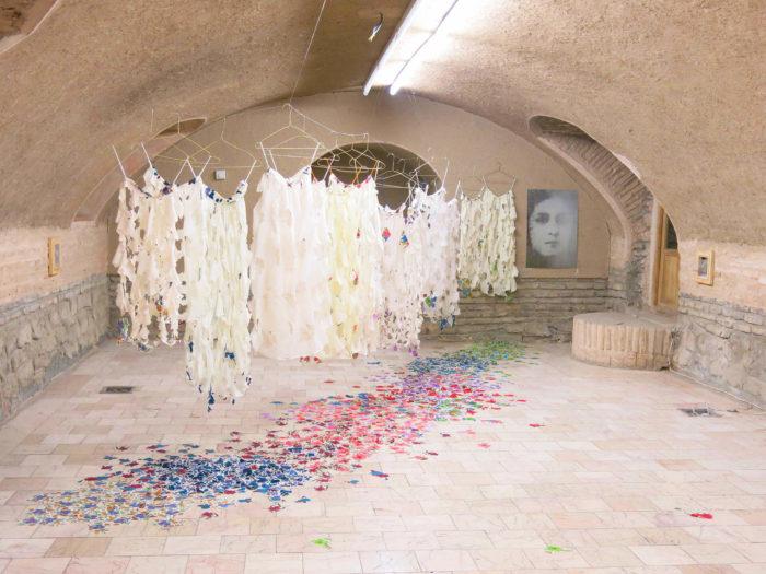 Ulrike Weiss, images de purifications, jupes coupées, mésures variables, 2016